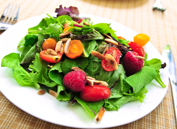 spinach-salad-with-berries